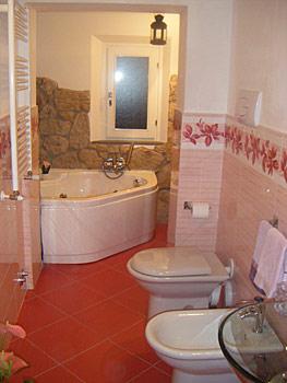 Arredare piccoli spazi idee foto e prezzi per arredare - Bagno con vasca angolare ...